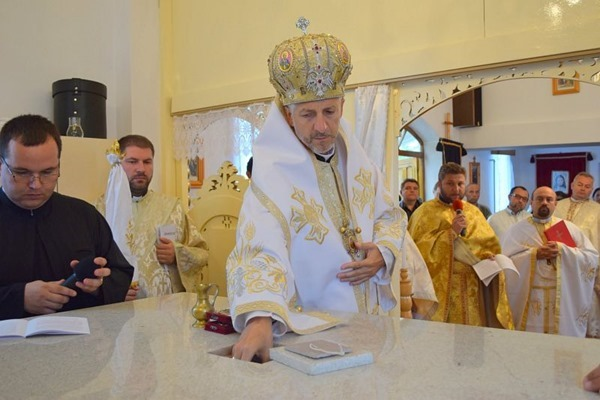 Moaştele Fericitului Vladimir Ghika sunt depuse în masa Altarului