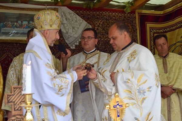 Daruri din partea Preasfinţiei Sale pentru Pr. paroh Mihai